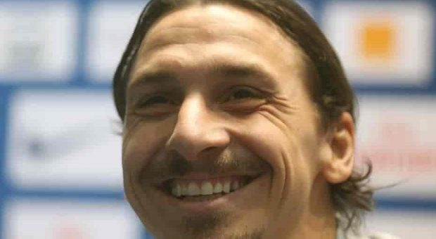 Zlatan Ibrahimovic implacabile e decisivo alla Sardegna Arena